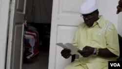 """La Comisión de la Letra del Año de 10 de octubre representa a unos 1.000 babalawos y es una de las más destacadas en """"sacar"""" los signos."""