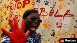Một giáo viên tham gia chiến dịch nâng cao nhận thức về Ebola ở Bờ Biển Ngà.