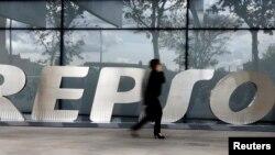 Kantor pusat raksasa minyak Spanyol, Repsol, di Madrid (foto: ilustrasi).