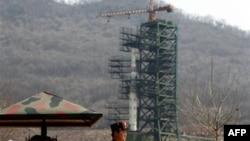 Raketa u Severnoj Koreji spremna za lansiranje, 10. april 2012.