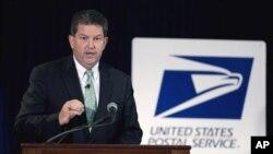 Pimpinan Badan Layanan Pos Amerika, Patrick Donahue, mengatakan, tanpa perubahan besar, pihaknya akan terus menderita kerugian miliaran dolar per tahun (foto: Dok).