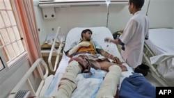 Pripadnik plemena Hašid, lojalnog šeiku Sadeku al-Ahmaru, povređen u sukobu sa policijom u Sani, 25. maj 2011.