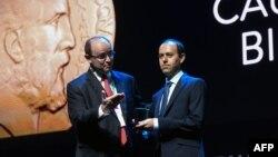 کوچر بیرکار این جایزه را طی مراسمی در برازیل دریافت کرد