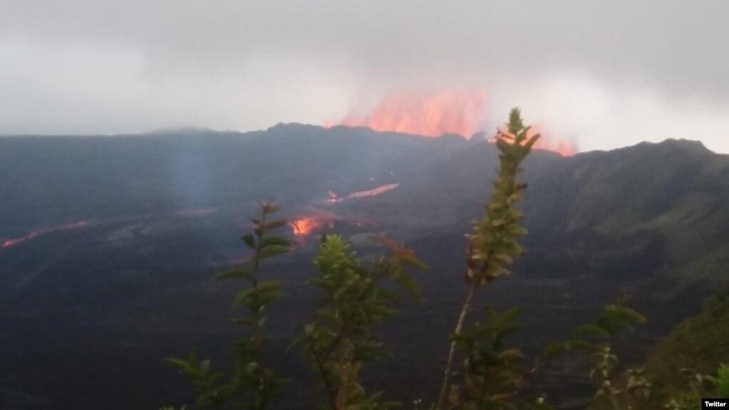 Isla Negra de las islas Galapagos en Ecuador, ha causado la evacuación de unas 250 personas.