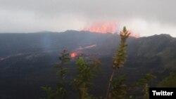 La erupción del volcán Isla Negra de las islas Galápagos en Ecuador, ha causado la evacuación de unas 250 personas.