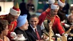 美国总统和印度总理在印度国宴上。印度和中国都在追赶美国