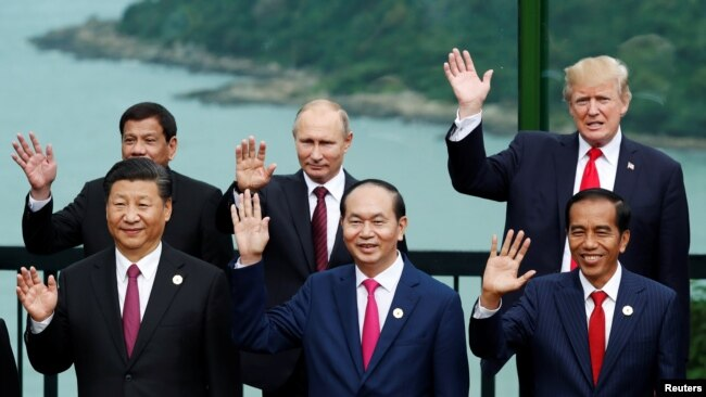 Trước khi tới Hà Nội, ông Tập đã tham dự hội nghị thượng đỉnh APEC ở Đà Nẵng.