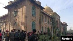 تصاویر: پشاور یونیورسٹی کے نزدیک حملہ