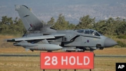 Máy bay chiến đấu Anh trên đường băng tại một căn cứ không quân gần thành phố ven biển Limassol, Cyprus, ngày 3/12/2015.