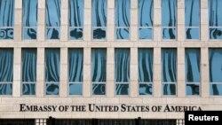 Un aviso en Granma especifica las alternativas de los estadounidenses en Cuba para que registren para votar vía internet o en la propia embajada.