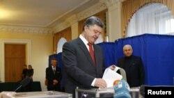 د اوکراین جمهور رئیس پیترو پروشینکو