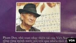 Giới thiệu Phạm Duy trong tờ chương trình. (Ảnh: Bùi Văn Phú)