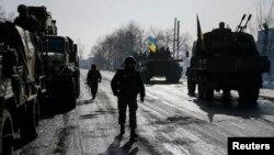 Soldados ucranianos cerca de Debaltseve, en el este de Ucrania, donde se han reportado ocho muertos.
