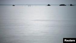 Kapal nelayan kembali ke pantai di pesisir timur Pulau Natuna Besar. (Foto: Dok)