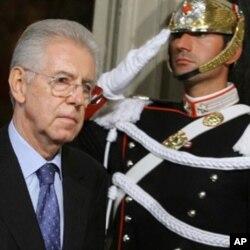 នាយករដ្ឋមន្រ្តីដែលត្រូវបានតែងតាំងថ្មី គឺលោកសេដ្ឋវិទូម៉ារីយ៉ូ ម៉ុនទី (Mario Monti)។