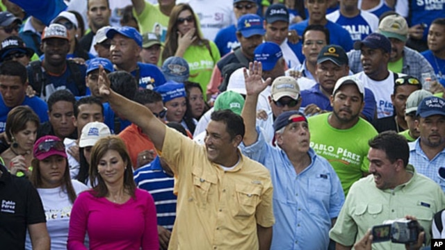 Opposition presidential candidate and Zulia's state governor Pablo Perez (C) waves to supporters during a rally in Caracas February 9, 2012.