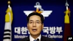 Juru bicara Kementerian Pertahanan Korea Selatan Kim Min-seok dalam sebuah jumpa pers di Seoul. (Foto: Dok)