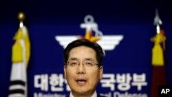 Phát ngôn viên Bộ quốc phòng Nam Triều Tiên Kim Min-seok nói quân đội Nam Triều Tiên sẽ đáp ứng một cách mạnh mẽ bởi vì đây là một hành động khiêu khích nghiêm trọng của Bình Nhưỡng