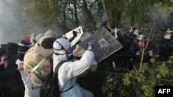 Ambjentalistët përleshen me policinë në Francë