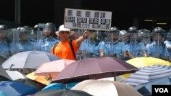 香港本土派人士认为,雨伞运动后警民关系恶化是旺角冲突的原因之一( 美国之音汤惠芸)。