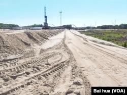 俄羅斯西伯利亞北部的一處油井(美國之音白樺 拍攝)