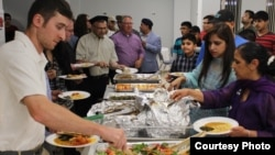 Muslims, Christians, Jews, Quakers, Buddhists, and Sikhs shared an iftar dinner during the holiest time in the Islamic calendar, at the Bait-ur-Rehman Mosque in Silver Spring, Maryland, June 15, 2017. The meal consisted of traditional Pakistani dishes. (Courtesy - Bait-ur-Rehman Mosque)