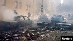 Esta imagen muestra algunos vehículos calcinados a los alrededores de la Zona Cero, tal y como lo describe Frank Razzano.