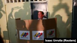 El gobernador opositor venezolano Juan Pablo Guanipa, en las votaciones legislativas nacionales en Maracaibo, el 15 de octubre de 2017.