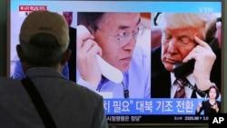 9月5日首爾火車站大屏幕顯示美國總統川普(右)與南韓總統文在寅通話。