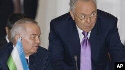 Islom Karimov va Nursulton Nazarboyev bir paytda rahbarlikka kelgan. Deyarli chorak asrdan beri hokimiyatda. (2009-yilda Almatida olingan surat)