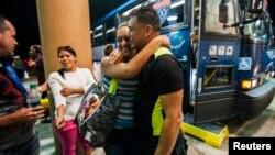 U SAD je stigla prva grupa kubanskih migranata, koji su više meseci proveli u Kostariki