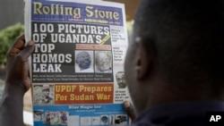A Ugandan man reads the headline of the Ugandan newspaper 'Rolling Stone' in Kampala, Uganda, 19 Oct 2010