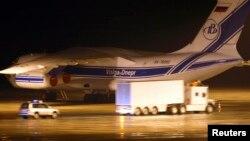 Контейнеры с обогащенным ураном, которые будут погружены на российский грузовой самолет Ильюшин-76 в аэропорту Дрездена