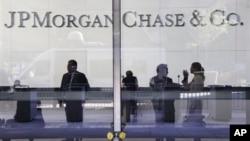 Вестибюль штаб-квартиры инвестиционного банка JPMorgan Chase в Нью-Йорке (архивное фото)