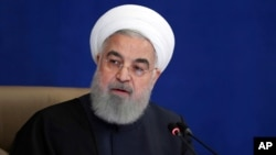 ក្នុងរូបថតផ្សាយជាផ្លូវការនេះ ប្រធានាធិបតីអ៊ីរ៉ង់លោក Hassan Rouhani ថ្លែងនៅក្នុងកិច្ចប្រជុំមួយនៅទីក្រុងតេហេរ៉ង់ កាលពីថ្ងៃពុធទី៩ ខែធ្នូ ឆ្នាំ២០២០។