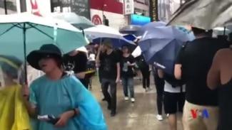 8-18 進入香港維園集會與離開的人潮秩序井然