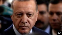 Cumhurbaşkanı Recep Tayyip Erdoğan Azerbaycan ziyareti öncesinde gazetecilerin sorularını yanıtladı.