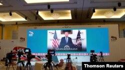 22일 사우디아라비아 리야드에 설치된 G20 정상회의 미디어센터에서 도널드 트럼프 미국 대통령의 연설이 중계되고 있다.