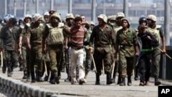 埃及軍方加強戒備。
