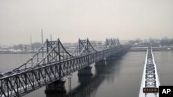 鸭绿江大桥雪景
