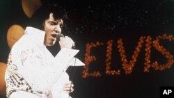 '로큰롤 황제' 엘비스 프레슬리의 지난 1972년 공연 모습.
