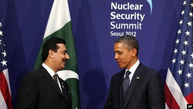 U.S. President Barack Obama (R) shakes hands with Pakistan's Prime Minister Yusuf Raza Gilani during their bilateral meeting on the sidelines of the Nuclear Security Summit in Seoul, March 27, 2012.