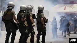 Yunanistan'da Grev Şiddete Dönüştü