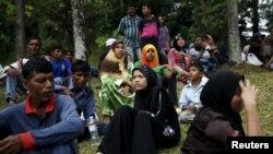 မေလးရွား UNHCR မွာ ဒုကၡသည္ျဖစ္ခြင့္ ေစာင့္ဆုိင္းေနၾကတဲ့ ႐ိုဟင္ဂ်ာလို႔ ေျပာသူ အမ်ဳိးသမီးမ်ား။ ( ၾသဂုတ္ ၁၁၊ ၂၀၁၅)