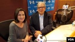 Allan Myer (kanan) dalam wawancara dengan VOA di Washington DC.