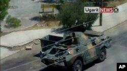 시리아 다라 도심에 나타난 장갑차 (자료사진)