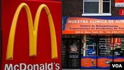 El aumento de la obesidad va de la mano con el crecimiento del negocio de la comida chatarra, según expertos.