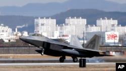 El despliegue de cuatro cazas estadounidenses en Corea del Sur es una acción inusual con la que aparentemente los aliados tratan de exhibir músculo tras las recientes acciones de Corea del Norte.
