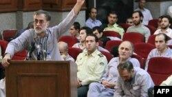 عکس آرشیوی از محمد عطریانفر، یکی از متهمان دستگیر شده پس از انتخابات ریاست جمهوری ۸۸ در جلسه دادگاه گروهی - تهران ۱۳۸۸