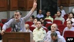 محمد عطریانفر در جلسه دادگاه دسته جمعی متهمان کودتای مخملین